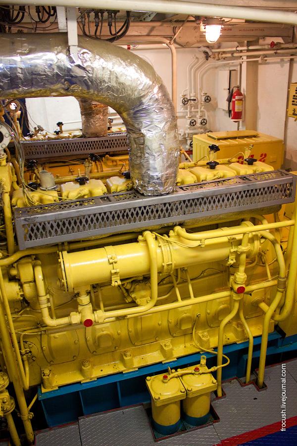 Машинное отделение теплохода «М.В.Ломоносов». Дизель-генератор