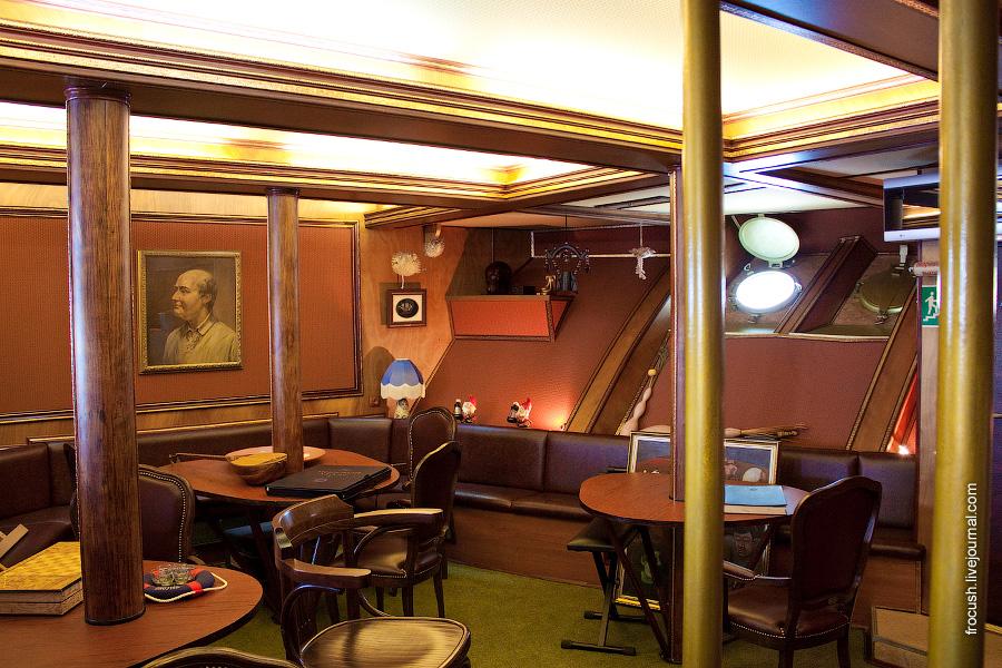 Чайная в носовой части нижней палубы теплохода «М.В.Ломоносов»