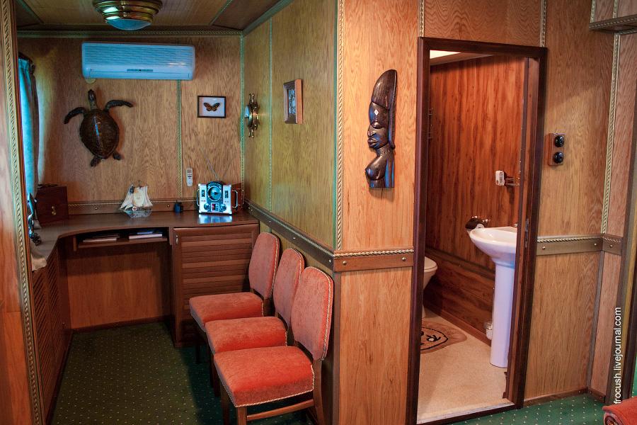 Помещение по правому борту в VIP каюте №300 в носовой части средней палубы теплохода «М.В.Ломоносов»
