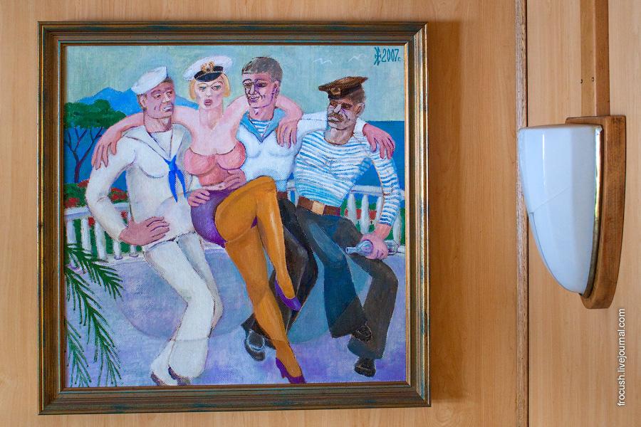 Картина в холле средней палубы, рядом с рестораном теплохода «М.В.Ломоносов». Автор картины Эдуард Николаевич Есенкин