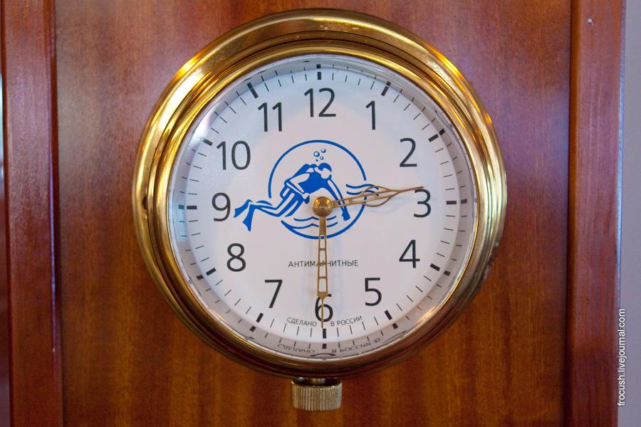 Антимагнитные часы в панорамном ресторане в носовой части шлюпочной палубы теплохода «Н.А.Некрасов»
