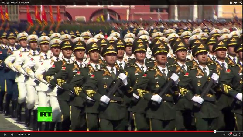 Китайцы с георгиевскими лентами.png