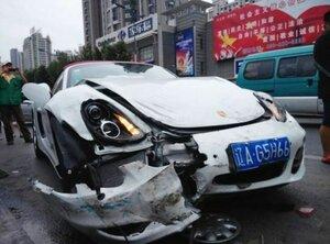 Китаянка разбила новый Porsche Boxter за считанные секунды