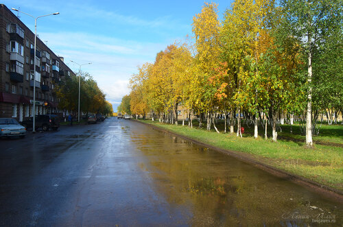 Фото города Инта №7233  Улица бабушкина в северном направлении, вид от площади Комсомольской (Бабушкина 1 и 4) 16.09.2014_11:58
