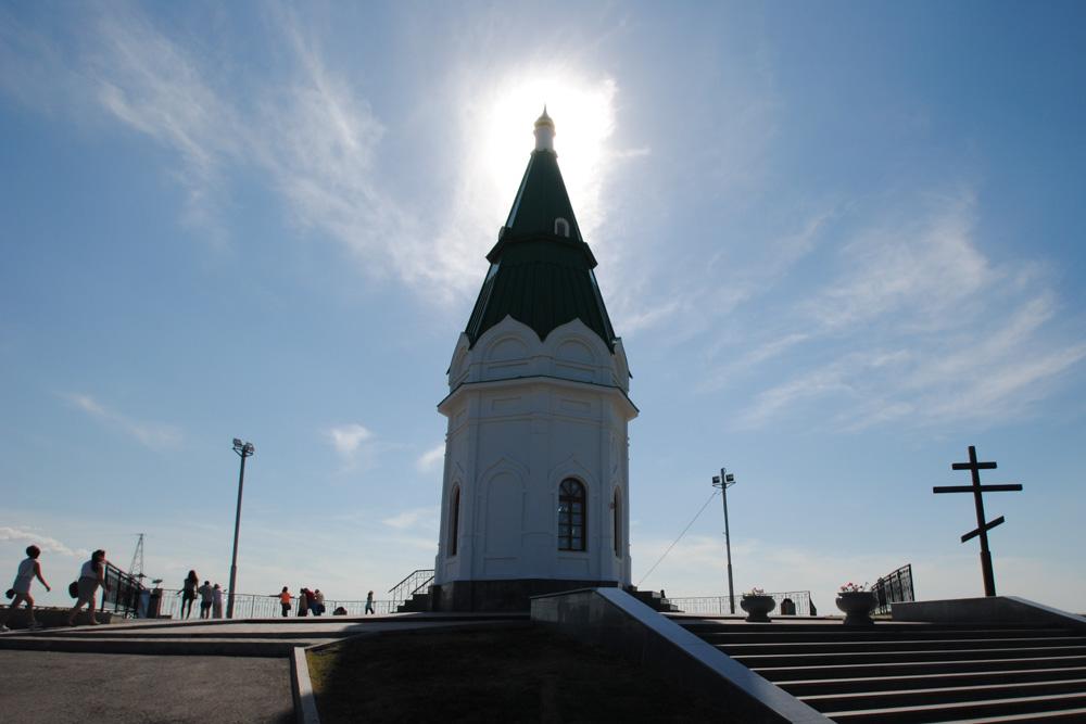 Одной из лучших панорам Красноярска и любимым местом для свиданий называют смотровую площадку на Кар