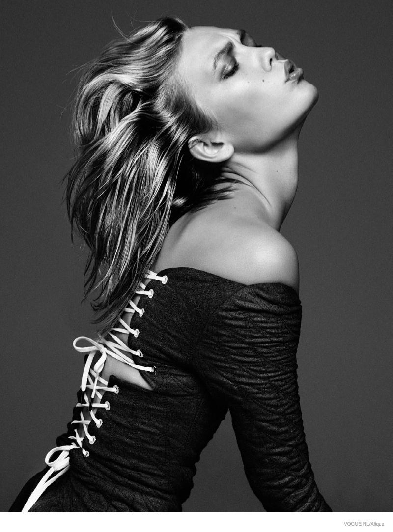 Карли Клосс в фотосессии Vogue Netherlands, октябрь 2014, черно-белое