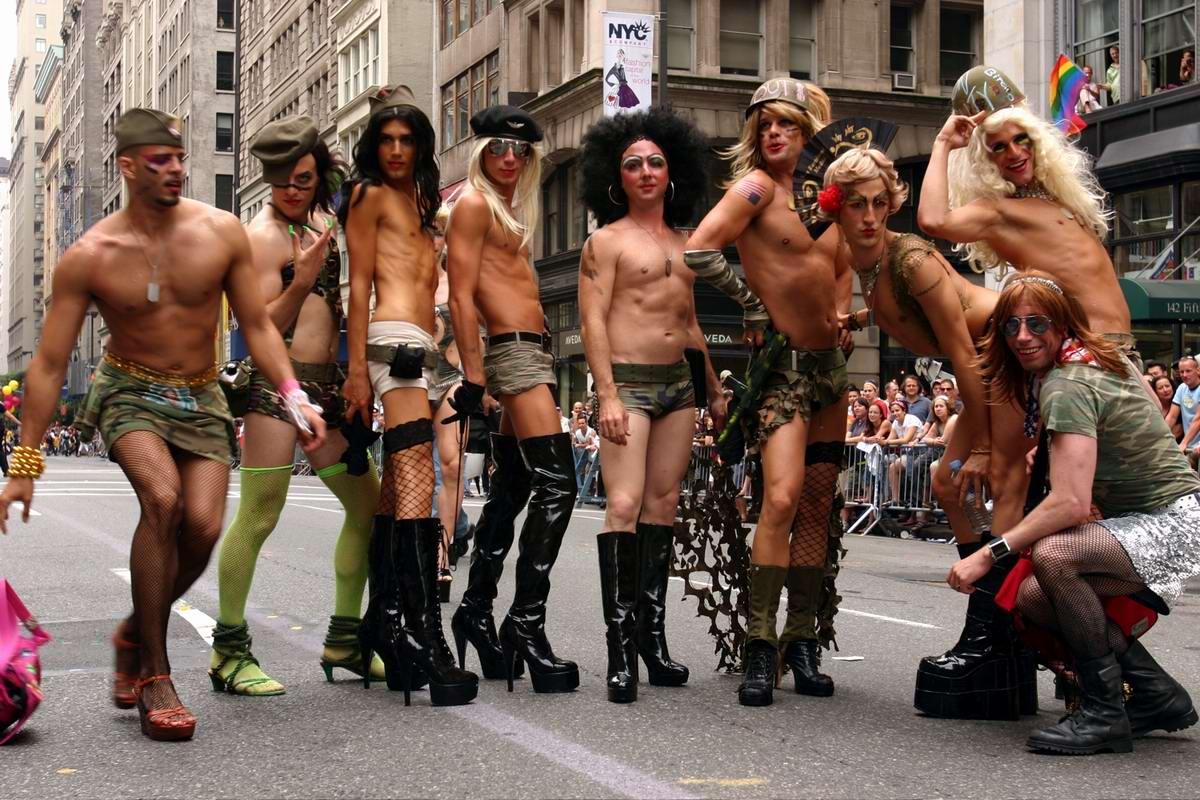 Hello, America! Гей-парад в Нью-Йорке в военном стиле (2)