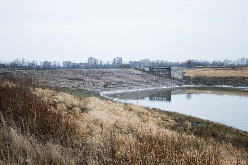плотина на реке Кузьминке