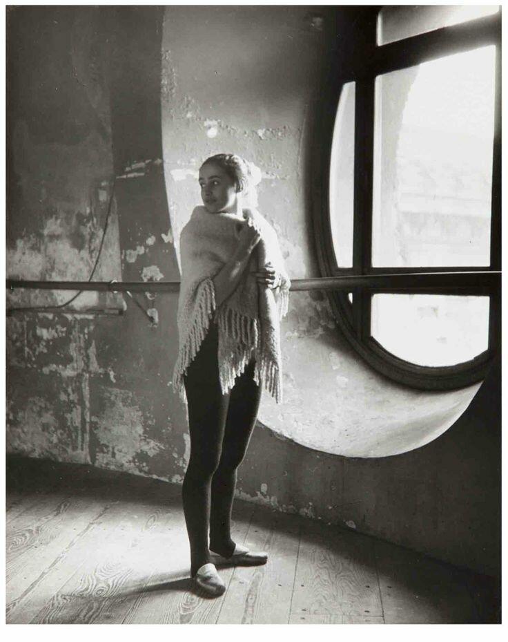 1950. Лиан Дейде в здании французской Оперы