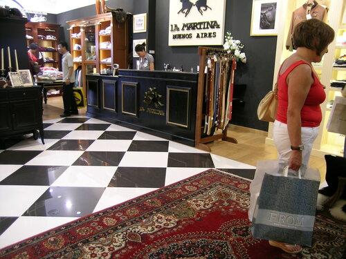 интерьер современного магазина  Castel Romano designer outlet 68