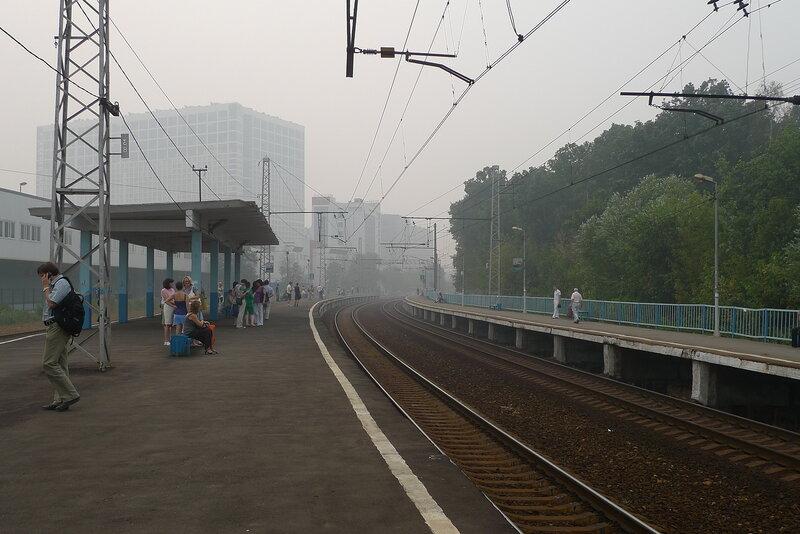 Станция Гражданская. Это не туман, это смог от пожаров в Подмосковье