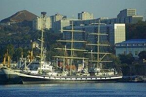 Дмитрий Медведев побывал на учебном парусном судне «Паллада»