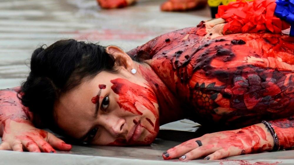 Полуголые активисты протестуют против корриды в Колумбии