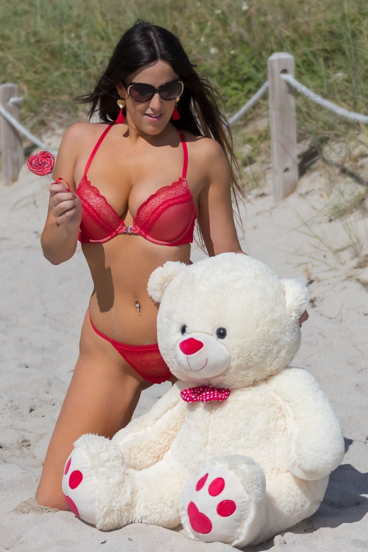 Клаудия Романи в фотосессии ко дню Святого Валентина