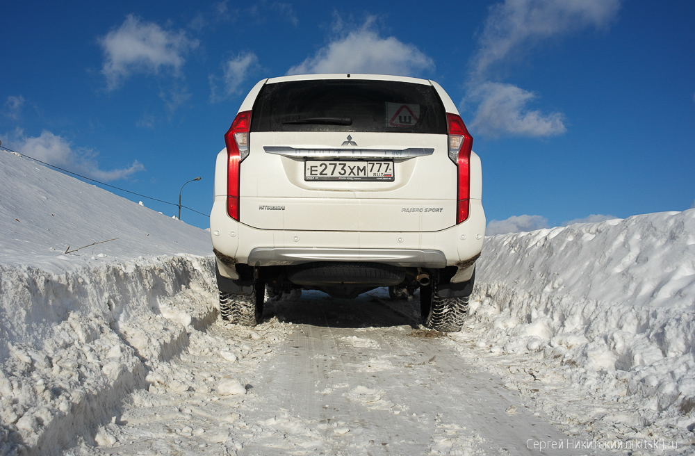 Test drive Mitsubishi Pajero Sport Mitsubishi, Sport, Pajero, Russia, therefore, moment, liters, SUVs, available, as before, which, clear, frame, torque, SUV, versions, diesel, Front, Spacious, Cost