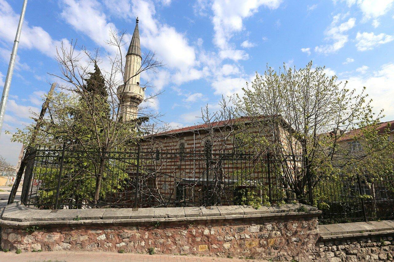 Стамбул, Айвансарай. Квартал Еиркапы (Eğirkapı). Женская мечеть султана Адил Шаха (Adile Şah Kadın Hatice Sultan Cami)