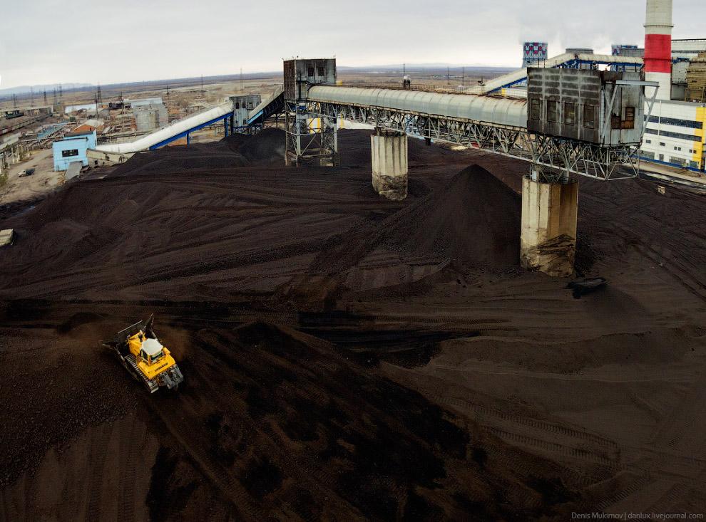 5. Иногда на этой громадной куче угля можно наблюдать явление, о котором я раньше не подозревал