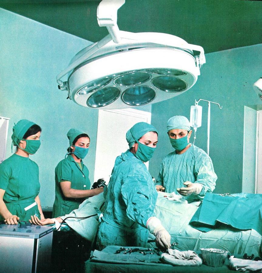 6. Операционная больницы в Тегеране в 1971 году. К концу правления шаха 34 миллиона жителей Ирана ле