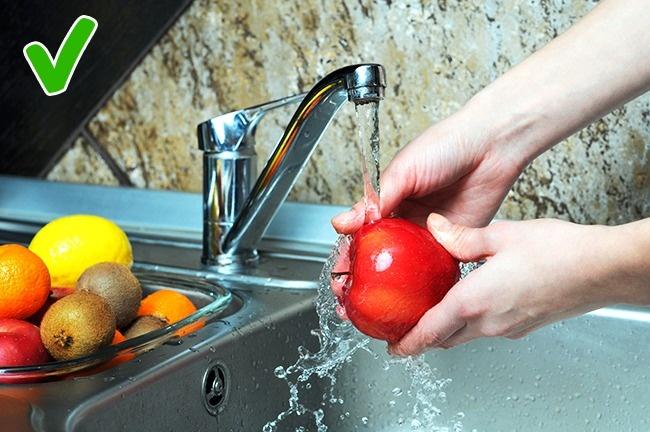 © depositphotos     Если вывидите, что  фрукты иовощи сосъедобной шкуркой