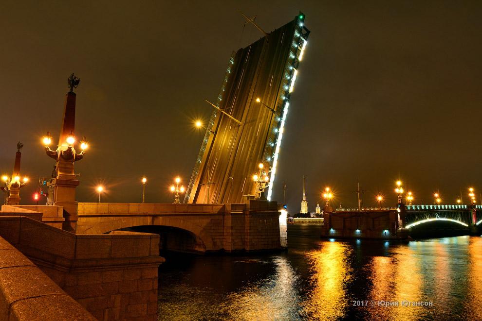 6. Мосты разводят апреля по ноябрь. В Санкт-Петербурге насчитывается 18 разводных мостов — тех, у ко