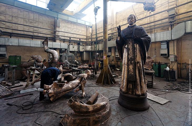 Как делают скульптуры и памятники (24 фото)