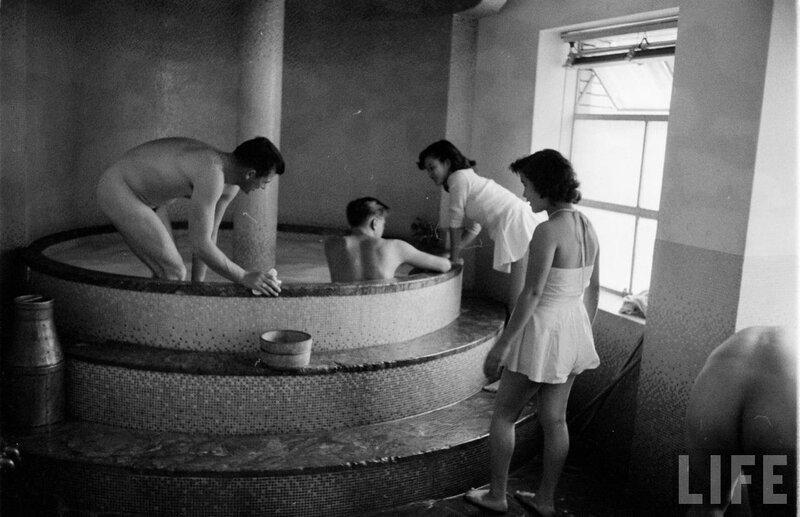 Городская баня голые видео блестящая