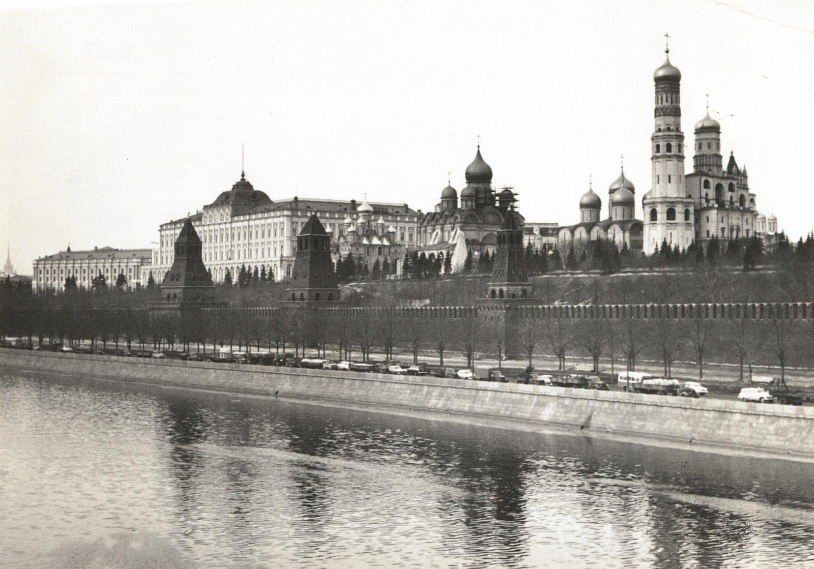 Москва. Вид с Москворецкого моста на Кремль. 1967