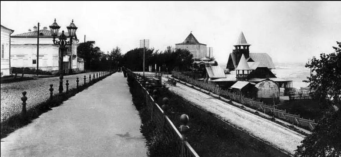 Верхняя набережная, Коммерческий клуб, Георгиевская башня Кремля