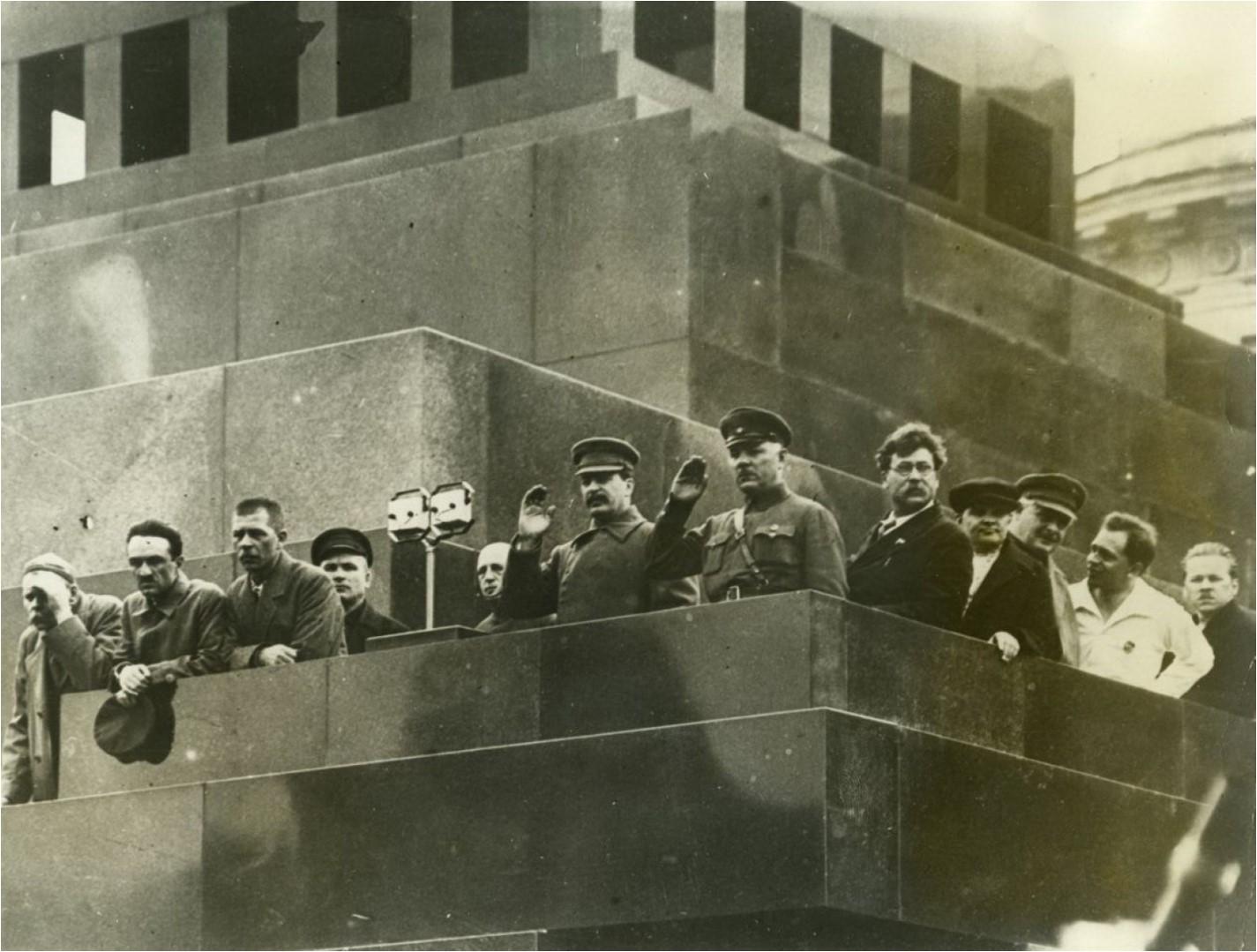 1932. Сталин, Горький, Бубнов, Ворошилов, Ярославский на трибуне Мавзолея
