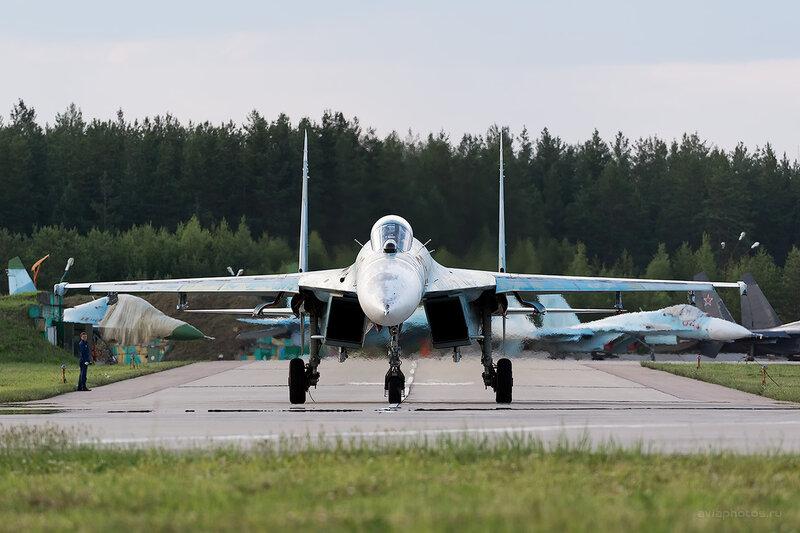 Сухой Су-27П (28 красный) D806698e