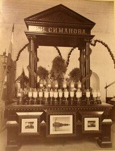 Витрина с изделиями крупчаточной мельницы И.И. Симанова в фабричном отделе выставки.