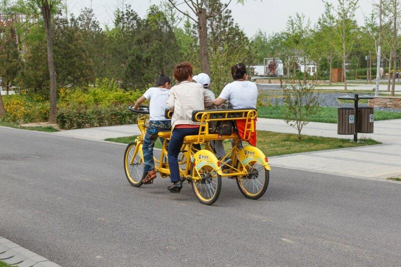 Велосипед на 4 человека в Юаньбоюань, Пекин