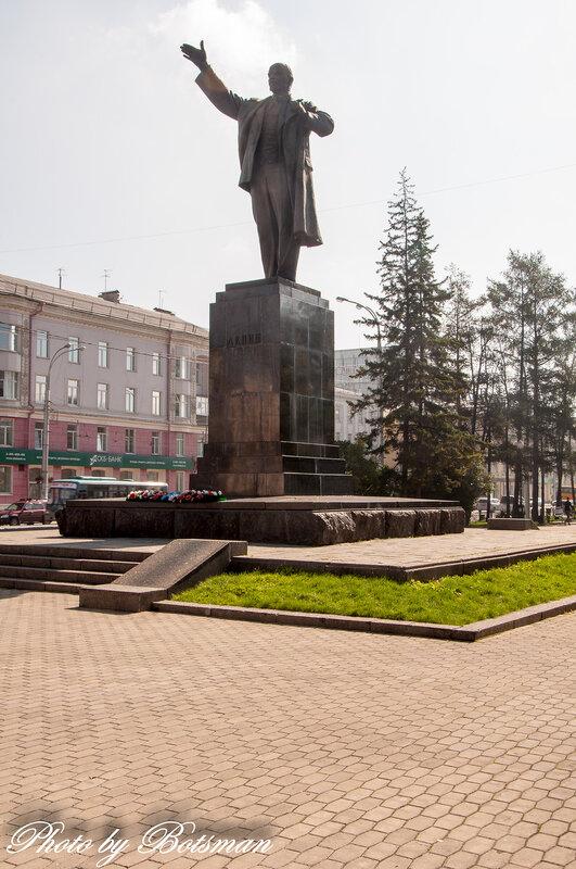Мемориальный комплекс с барельефом в человеческий рост Озёры Памятник с крестом на просвет Сортавала