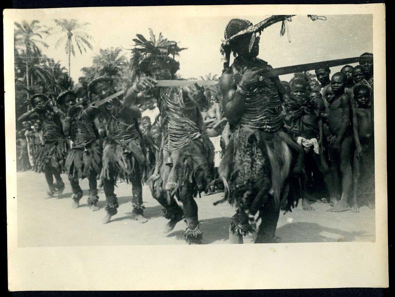 1930. Племенные танцы
