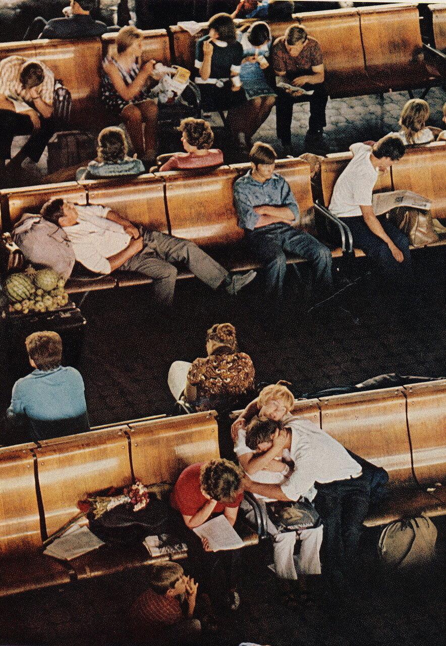 Новосибирск. Зал ожидания на вокзале. 1976.