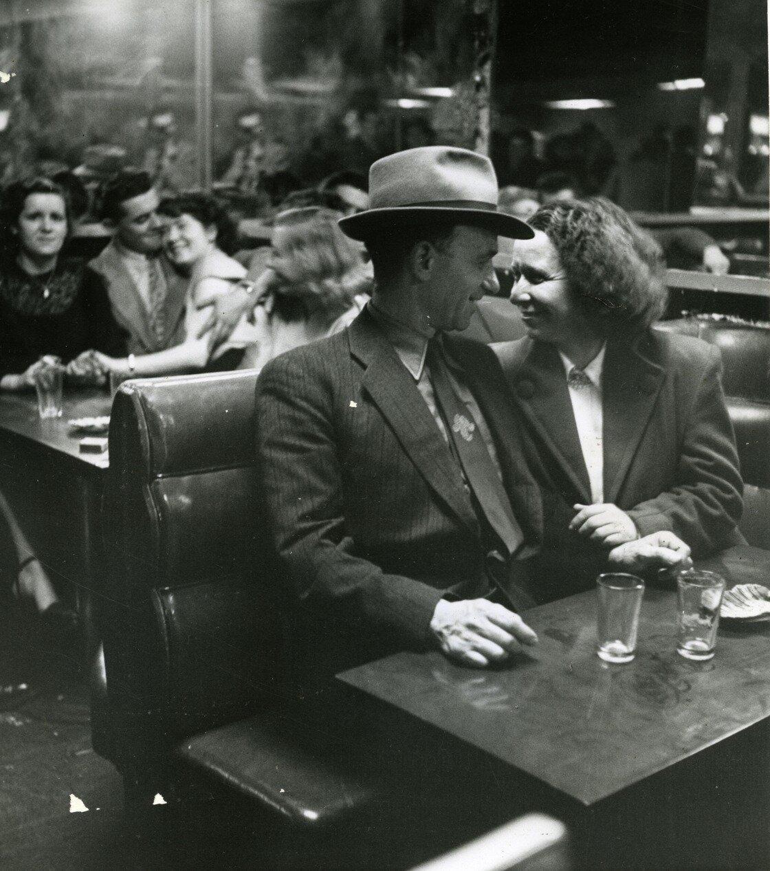 1950. Пара среднего возраста  в «Балс мюзет»