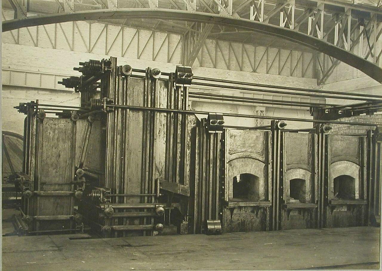17. Общий вид электропечи, установленной в одном из цехов завода. 14 декабря 1909