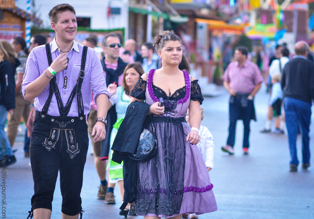 girls-Oktoberfest-(16).jpg
