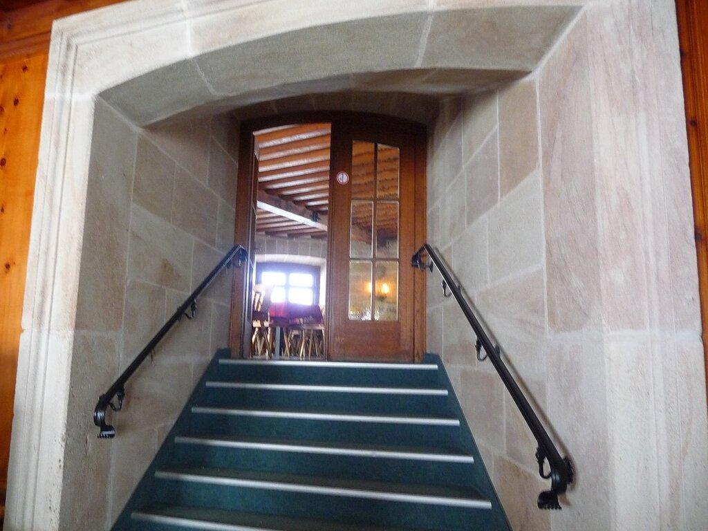 Мраморная лестница в конференц-зал.