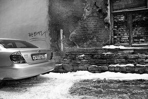 Социальное неравенство (автомобиль, монохром, неравенство, окно)