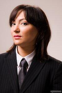 Строгий портрет (галстук, строгость, шатенка)