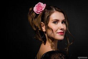 Портрет с розой  (роза, цветок, шатенка)
