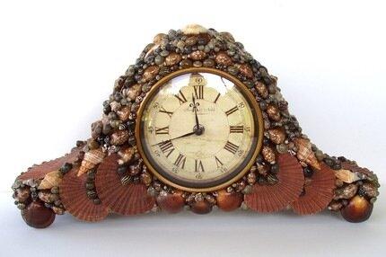 Часы, декорированные ракушкамси