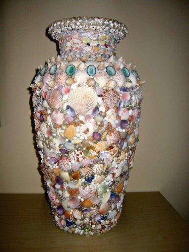 Керамическая ваза с ракушками