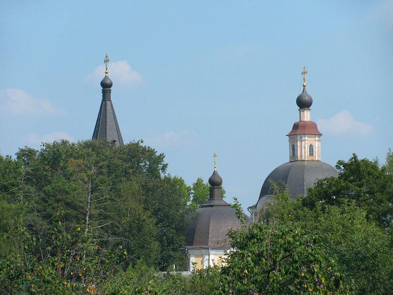 Вид Успенского храма с пересечения ул.Воробьёвской и Косого переулка.