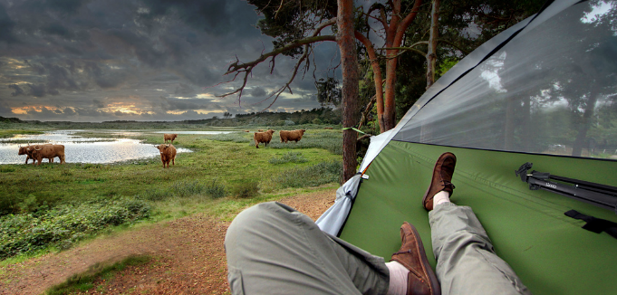 Палатка-гамак, которая висит над землей