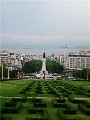 Вид на площадь Помбал из парка Эдуарда.jpg