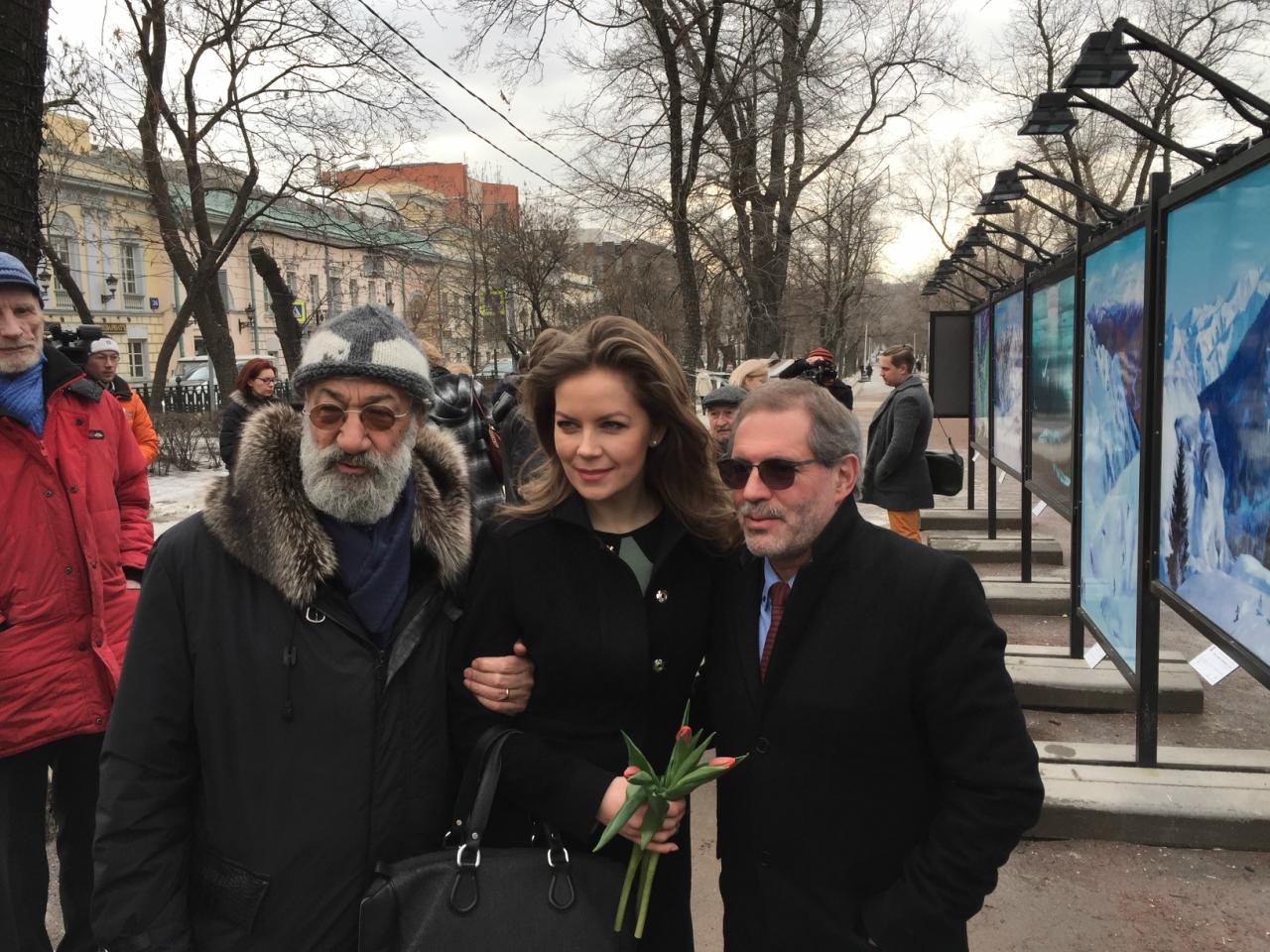 Чилингаров и Леонтьев с дочерью полярника