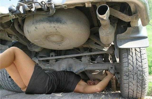 04.Баба под машиной