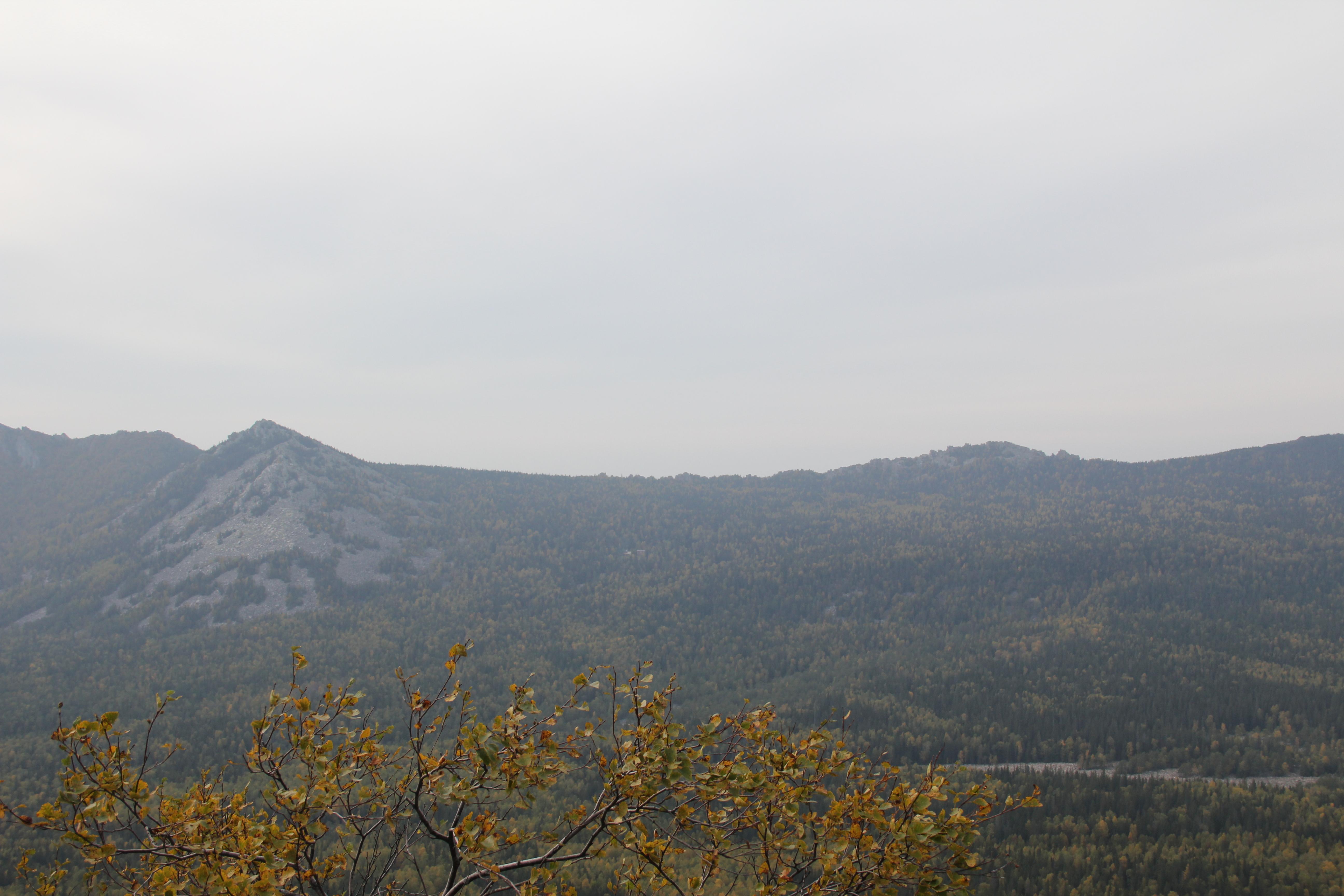 Вид наМитькины скалы соСреднего Таганая